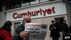Թուրքիա - Cumhuriyet-ի խմբագրատան մոտ՝ ոստիկանական գործողության ընթացքում, Ստամբուլ, 31-ը հոկտեմբերի, 2016թ․