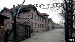 Екінші дүниежүзілік соғыс кезінде нацистер Польша жерінде салған Аушвиц-Биркенау (Освенцим) концлагері. 27 қаңтар 2016 жыл.