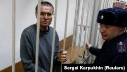 Олексій Улюкаєв за ґратами в суді у Москві після оголошення вердикту, 15 грудня 2017 року