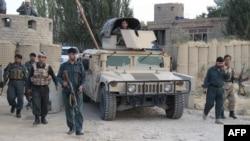 Афганские военные на посту в районе близ афганского города Кундуз, 29 сентября 2015 года.