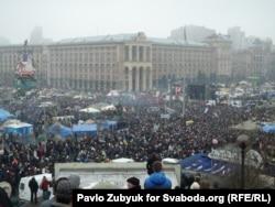 Майданға жиналған халық. Украина, Киев, 9 ақпан 2014 жыл. (Көрнекі сурет)