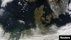 Облакот со пепел од вулканот на Исланд