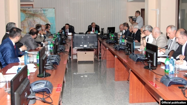 Armenia - Defense Minister Seyran Ohanian presides over command and staff exercises held in Yerevan, 26Jun2012.