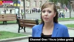 """Анна Курбатова, ресейлік """"Первый канал"""" телеарнасының тілшісі."""