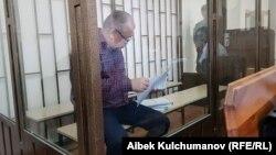 Омурбек Текебаев в зале Бишкекского горсуда, архивное фото.