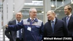 Олег Дерипаска, Вадим Сорокин, Владимир Путин и Денис Мантуров в ноябре 2016 года в Ярославле