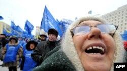 Сторонники Виктора Януковича праздную победу
