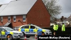 Поліція біля будинку Сергія Скрипаля в Солсбері