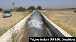 Қырғызстанның Ош облысындағы су арнасы. 18 тамыз 2015 жыл.