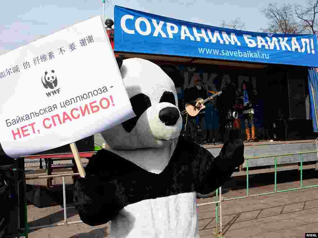 Фотография Юрия Тимофеева, Радио Свобода - 28 марта митинг в защиту Байкала состоялся в Москве на Болотной площади
