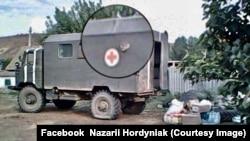 Обстріляний санітараний автомобіль ЗСУ. Петрівське. Літо 2014 року