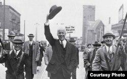 Норман Томас ведет избирательную кампанию в Милуоки, штат Висконсин. Сентябрь 1932 года