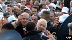 بازگشت راشد غـَنّوشی، (راست وسط) رهبر حزب اسلامگرای «بیداری» تونس پس از ۲۲ سال تبعید