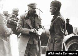 Юзеф Пилсудский с будущим польским маршалом Эдвардом Рыдз-Сьмиглы. Фото 1920 года