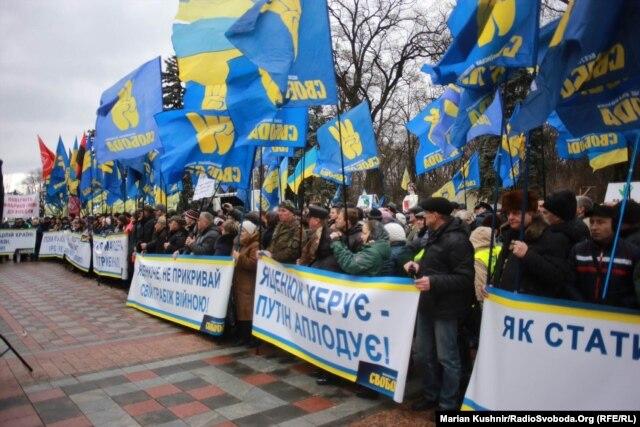 За 45 хвилин до звіту: відставки Кабміну активісти від ранку вимагають під стінами парламенту