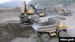 Вахш өзеніндегі Рогун су бөгеті құрылысы. Тәжікстан, 13 қазан 2011 жыл. (Көрнекі сурет.)