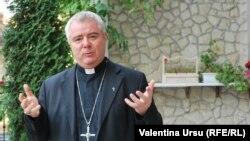 Prea Sfințitul Anton Coșa, episcop al diocezei romano-catolice din Chișinău (foto arhivă)