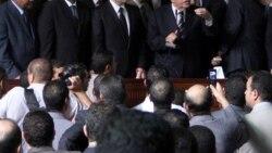 عبدالمجيد محمود، دادستان کل مصر، در حال سخنرانی در دفترش در روز شنبه