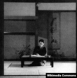 Yasunari Kawabata-nın yazı masası