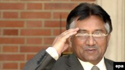 پروزی مشرف در یکی از ضعیف ترین دوره های ریاست خود بر پاکستان به سر می برد.