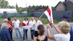 Павал Сяверынец (у цэнтры) падчас пратэсту актывістаў супраць рэстарацыі «Поедем поедим» у Курапатах. 18 ліпеня 2018 году