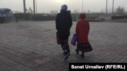 Pupils at a school in the Kazakh city of Uralsk go home after being prohibited from attending lessons because they were wearing head scarves.