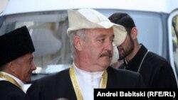 Среднестатистический житель республики по-прежнему отмечает традиционные обрядовые осетинские праздники, которые органично сосуществуют с православием – официальной религией Южной Осетии