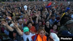 Armenia - Supporters of Nikol Pashinian hold a demonstration in Yerevan, May 2, 2018.