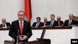 رئيس تركيا رجب طيب اردوغان يتحدث في البرلمان