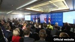 Амбассадориал проводится в Тбилиси вот уже пятнадцатую осень. Однако привычным делом для грузинских послов уже стала не только эта встреча, но и частая смена министров внешнеполитического ведомства