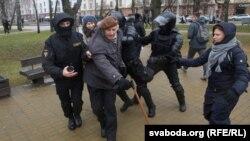 25 сакавіка 2017 году ў Менску: затрымліваюць Яна Грыба