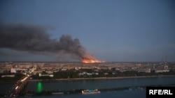 В Атырау горят нефтяные отходы третьи сутки подряд. 1 октября 2008 года.