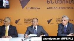Armenia - Opposition leaders Raffi Hovannisian (L), Seyran Ohanian (C) and Vartan Oskanian hold a press conference, 27 March 2017.