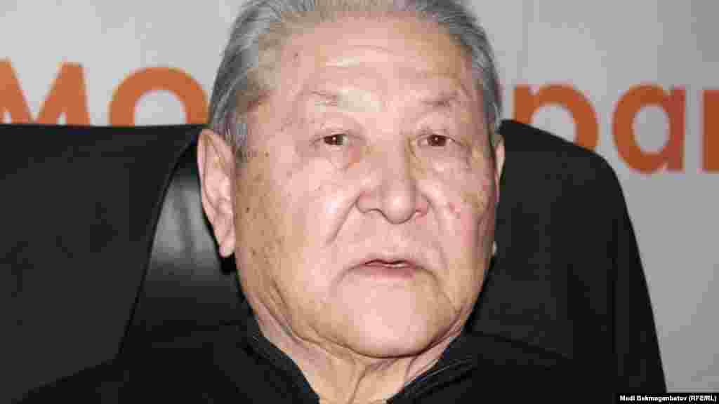 Серикболсын Абдильдин (1937 года рождения) – баллотировался на пост президента на выборах в 1999 году, по итогам которых набрал 13 процентов голосов. Председатель Верховного Совета Казахстана (1991-1993 годы) в 1994 году ушел в оппозицию. Первый секретарь Коммунистической партии Казахстана (1991 - 2010 годы). В апреле 2010 года он объявил об уходе из политики, КПК возглавил Газиз Алдамжаров. Сейчас деятельность этой партии приостановлена.