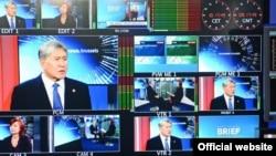 """Алмазбек Атамбаев """"Евроньюс"""" телеканалына интервью берүүдө. 17-февраль, 2017-жыл"""
