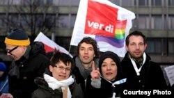 Гражданские активисты, возмущенные ростом гомофобии в России. Фото Д.Зорькиной. Берлин, 15 февраля 2012 г