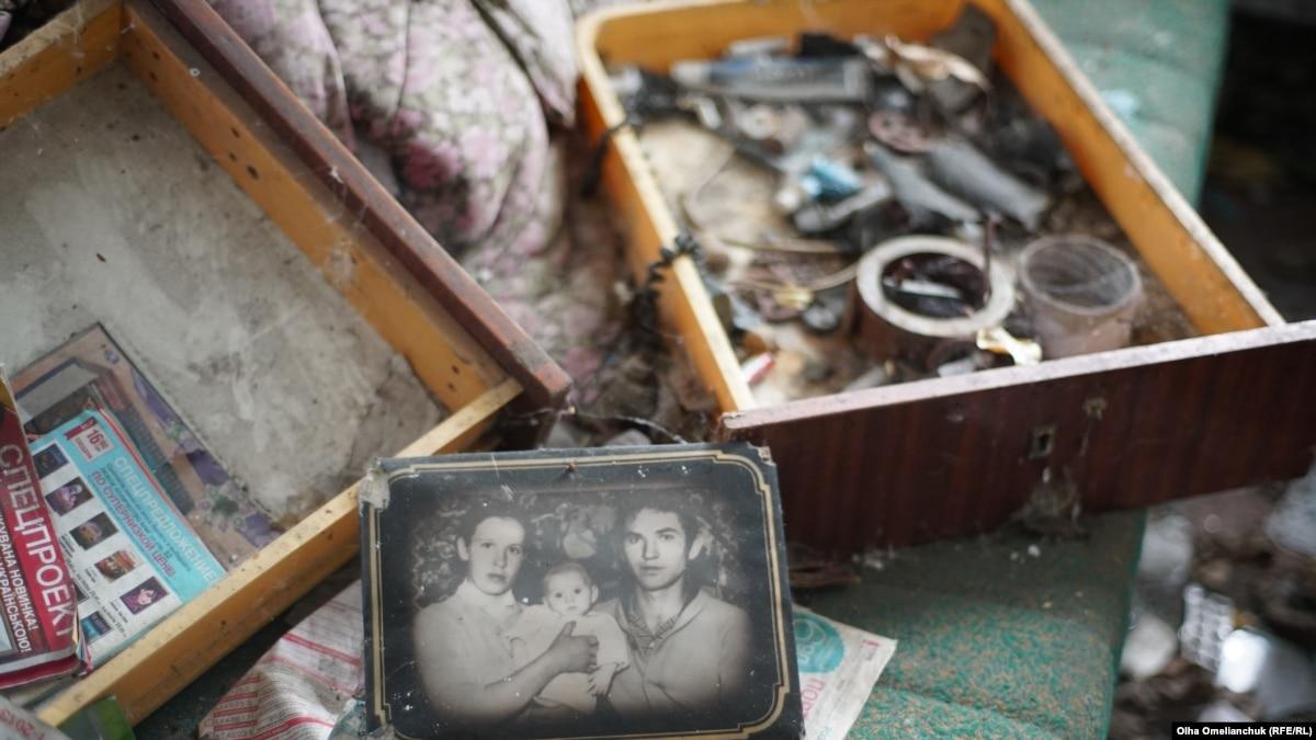 Разруха и наркотики. Как выглядит деревня в районе разведения, откуда боевики обстреливают позиции ВСУ