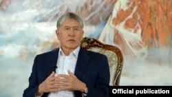 Президент Алмазбек Атамбаев 1-августта Чолпон-Ата шаарында журналисттер менен жолугушкан.
