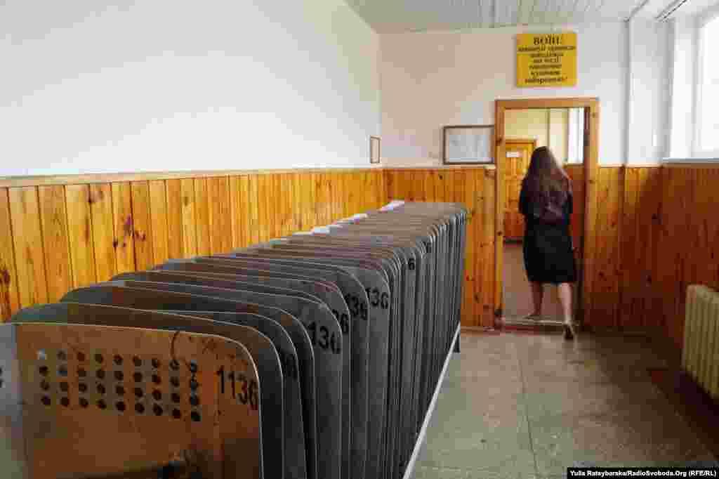 На вході до казарми – щити нацгвардійців