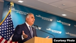 Washington - Iran opposition figure Prince Reza Pahlavi speaking at the Washington Institute. Dec. 14, 2018
