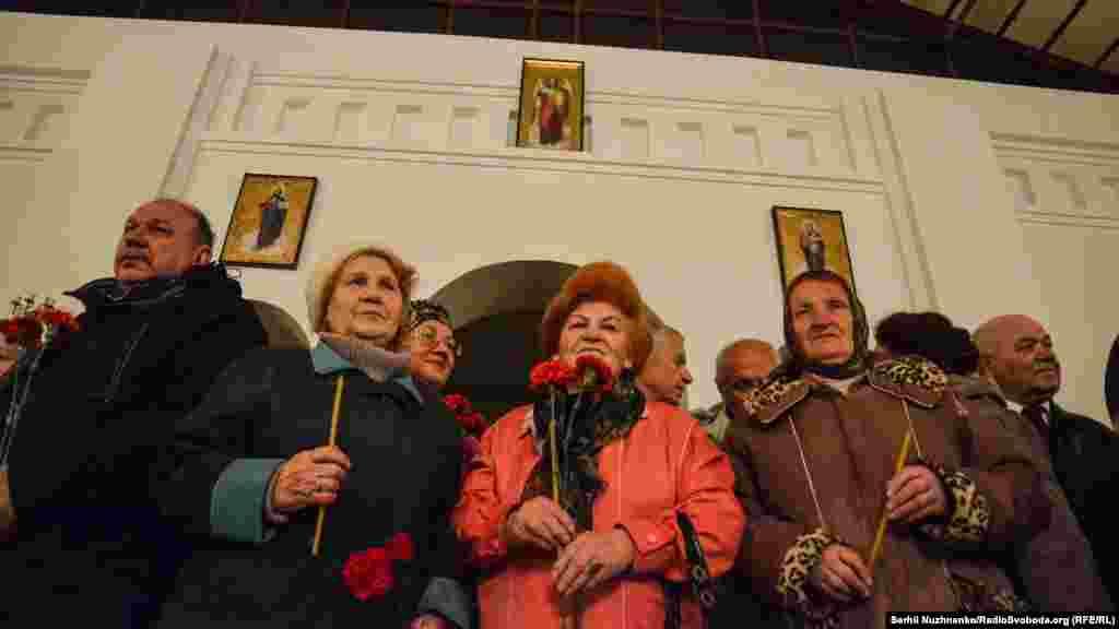 Ukraine -- Honoring Chornobyl liquidators in Kyiv near Chernobyl church, 26Apr2016