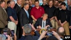 امضای «فرمان اجرایی استقلال انرژی» توسط رئیس جمهوری آمریکا