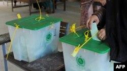 د ګلګت بلتستان د انتخاباتو کمېشن له خوا په خپرو شویو رپورټونو کې ویل شوي چې د دې سیمې مجموعي ابادي له ۱.۲ میلیونه تر ۱.۹ میلیونه ده.