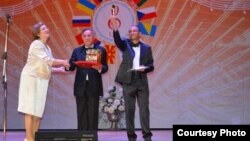 Диригентите Рамадан и Ерхан Шукри добија награда на Меѓународниот фестивал на словенска музика во Москва.