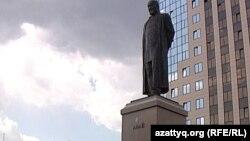 Абай ескерткіші. Астана қаласы, 22 мамыр 2012 жыл.