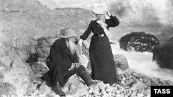 Лев Толстой хатыны София белән Кырымда ялда
