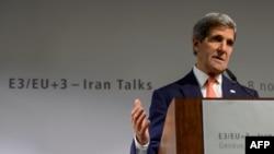 Госсекретарь США Дж.Керри выступает на пресс-конференции по итогам переговоров в Женеве. 10 ноября 2013 года