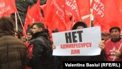 Imagine de la protestul PSRM din fața Comisiei Electorale Centrale, februarie 2019