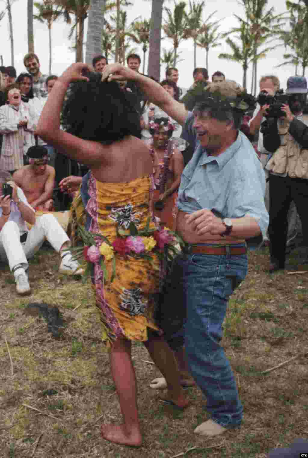 Havel struts his stuff with some Polynesian locals while visiting Easter Island in 1996. (Michal Krumphanzl)