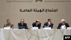 احمد جربا (نفر وسط)، رئیس ائتلاف مخالفان به واشینگتن سفر خواهد کرد